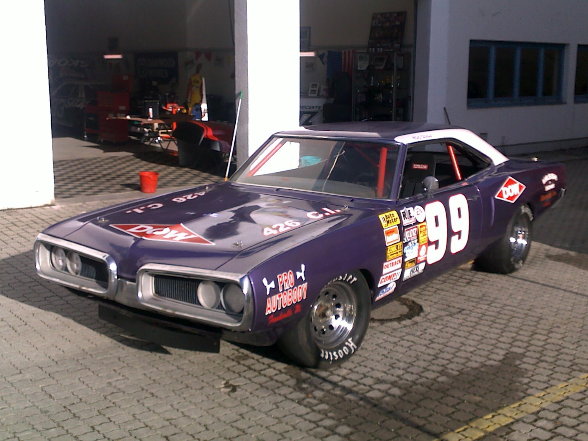 Originale Winston-Cup NASCARs aus den USA – bei uns auf den Oldtimertagen.